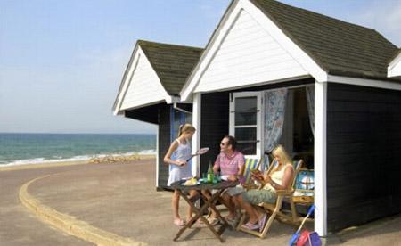 到海边租个海滩小木屋度假